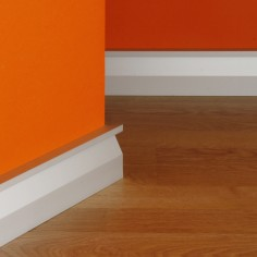 R-820-8 Aluminium skirting...